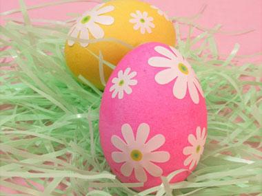 Идеи за великденски яйца - яйца със стикери от Модико бг